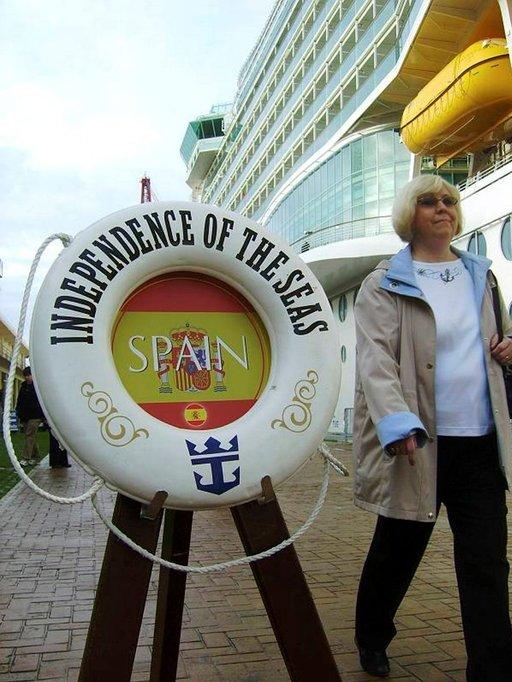 Espanjan värit toivottavat risteilymatkustajat tervetulleeksi Vigoon.