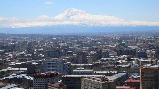Jerevanissa asuu lähes puolet Armenian kansasta. Modernin vauhdikasta pääkaupunkia tarkkailee Ararat-vuori Turkin rajan takaa.
