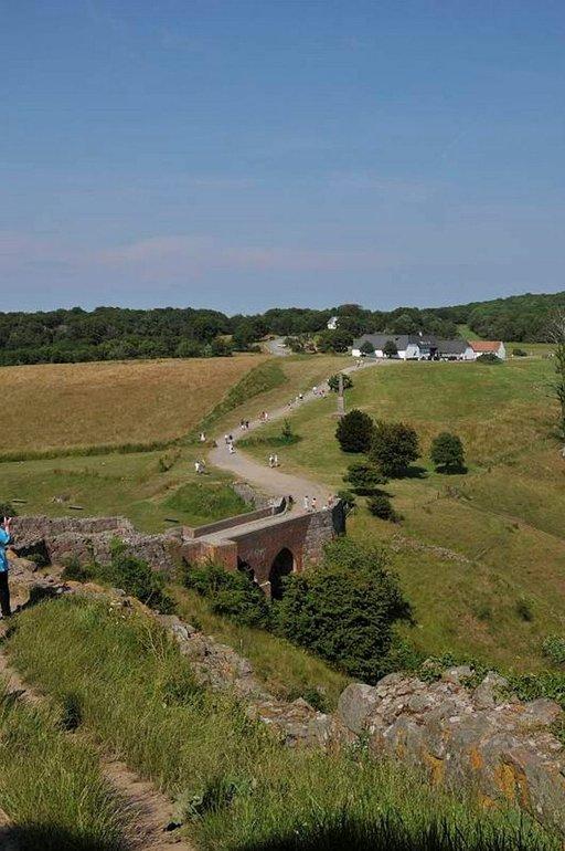 Hammerhusin linnaan johtaa vain yksi tie.