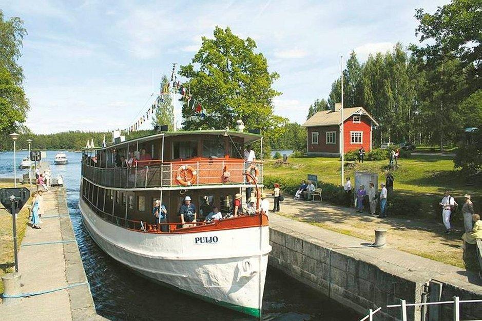 Nykyinen risteilyalus Puijo oli 100 vuotta sitten Maaningalla valmistunut höyrylotja Heino. Kuva: SAIMAAN LAIVAMATKAT OY.