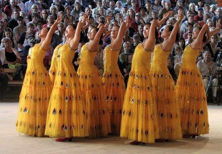 Kaustisella kansa saa soittaa, laulaa ja tanssia