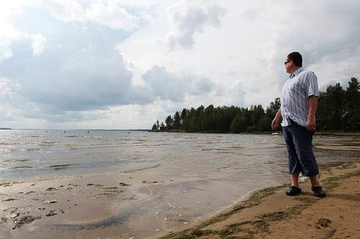 Pyhäjärven Emolahti muistuttaa merenrantaa.