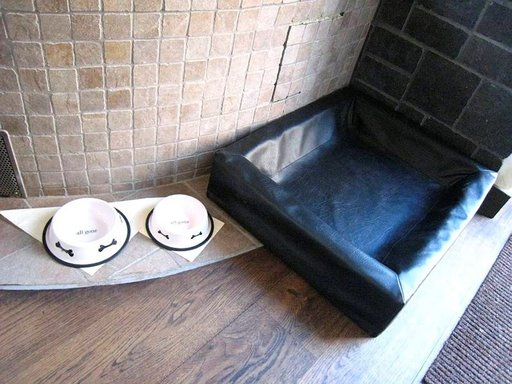 Keskiaikahotellissa koiriakin hemmotellaan.