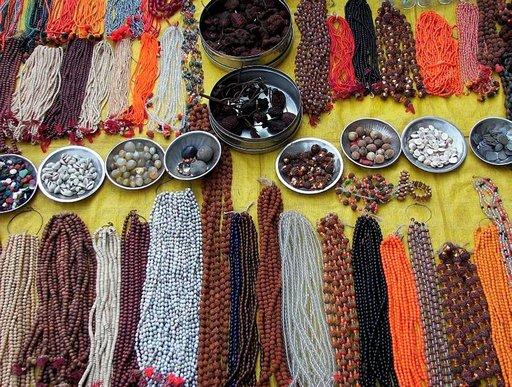 Intialaiset rakastavat voimakkaita värejä, makuja ja tuoksuja.