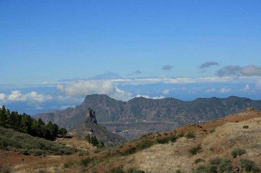 Tejedan kraatteri hallitsee Gran Canarian keskiosaa.