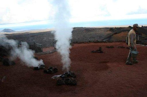 Volcán de Fuego -vuori kiehuu Lanzarotella.