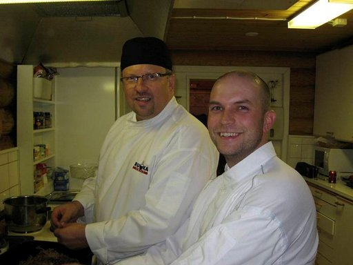 Hannu Pekkala (takana) ja Jussi Kumpula ideoivat uusia muotoja poronlihan jalostukseen.