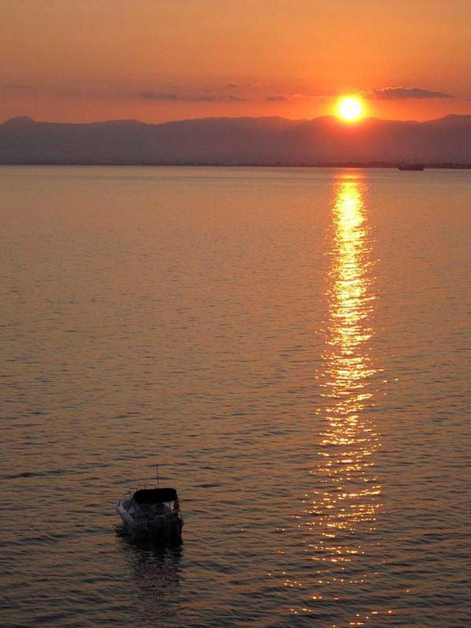 Auringonlasku Kalamatassa.