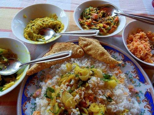 Sri Lankan riisi ja curry Cool Spot -ravintolassa saattaa koukuttaa vierailemaan uudelleen.