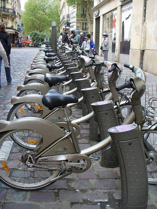Kaupunkipyörällä pääsee edullisesti paikasta toiseen.