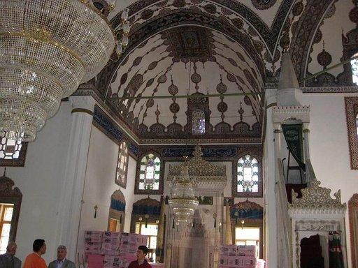 Viileät ja kauniit moskeijat ovat hyviä käyntikohteita.