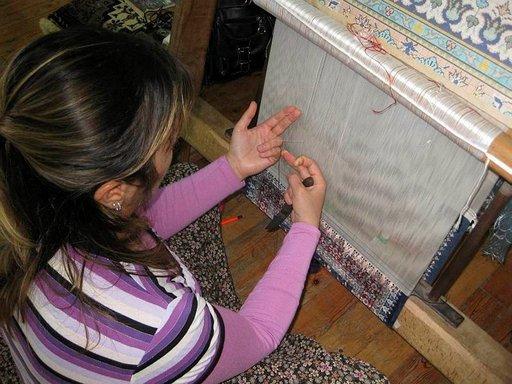 Perinteisin menetelmin mallista kudottu matto on sitä arvokkaampi mitä enemmän siinä on solmuja neliösentillä. Hyvä matto kestää käytössä sata vuotta.