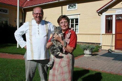 Martti ja Päivi Koskenkorva isännöivät Koskenkorvan Trahteeria.