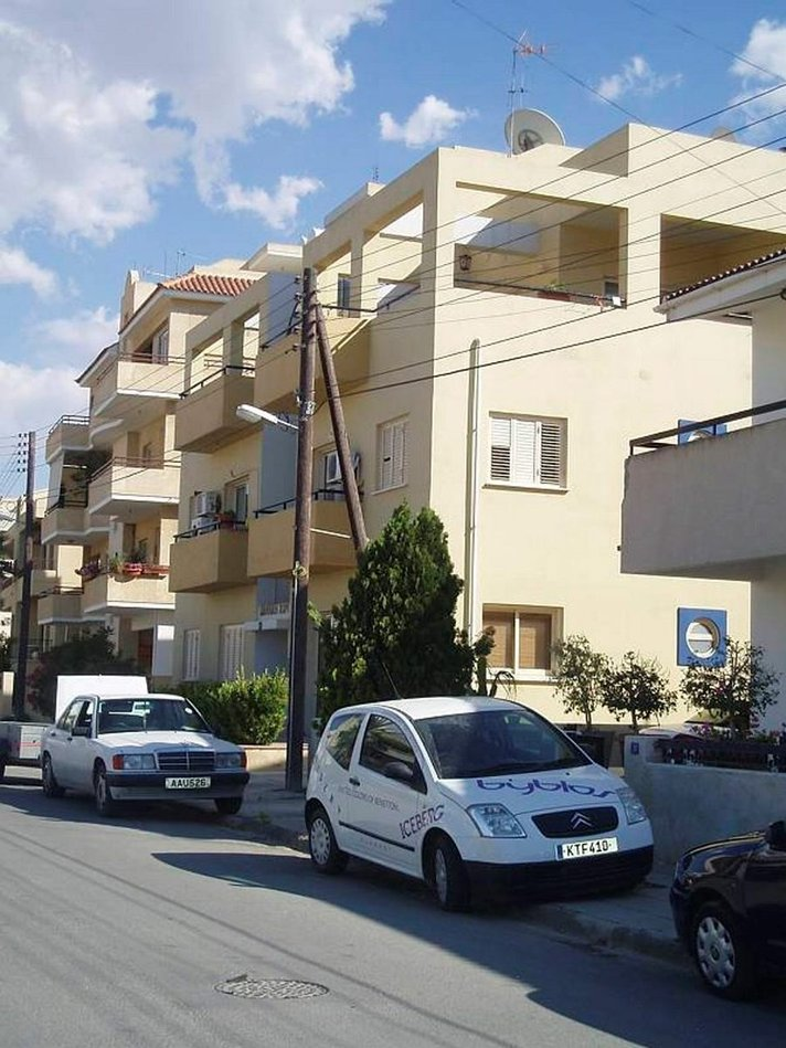 Autoillen Kyproksella -<br /> Erikoiseen liikenteeseen tottuu