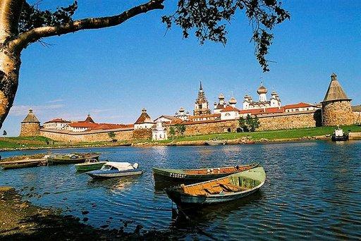 Solovetskin luostarisaari on suosittu kesämatkailukohde keskellä Vienanmerta.
