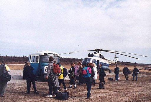 Liikkuminen Arkangelin alueella on vaikeaa huonokuntoisten teiden vuoksi. Usein apu tulee helikopterista.