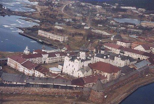 Solovetsk oli Stalinin aikaan Neuvostoliiton hirveimpiä vankileirejä. Se avattiin ulkopuolisille vasta 1990.
