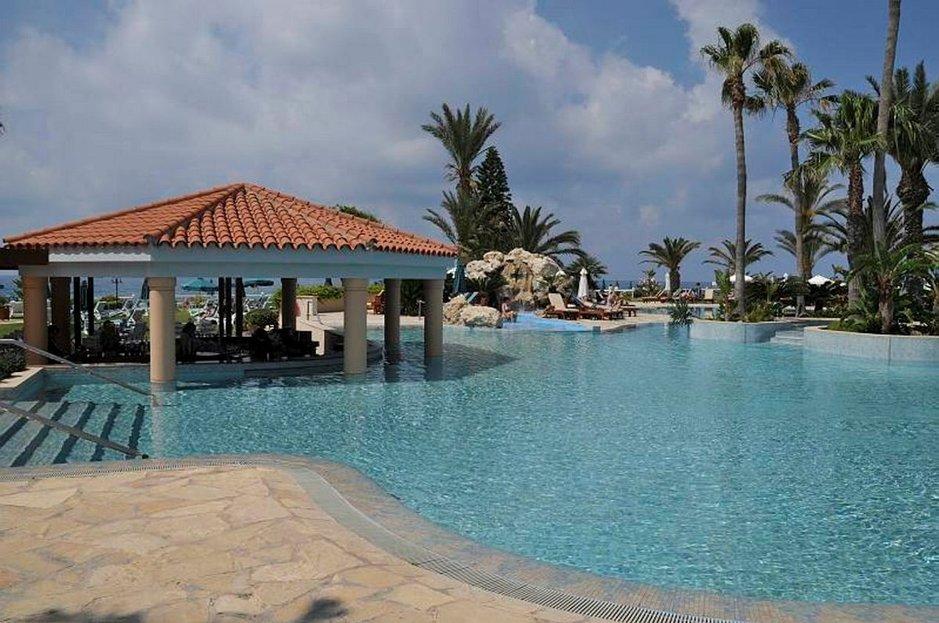 Tärkeä kriteeri hotellia valitessa. Veteen pääsee myös luiskan kautta.