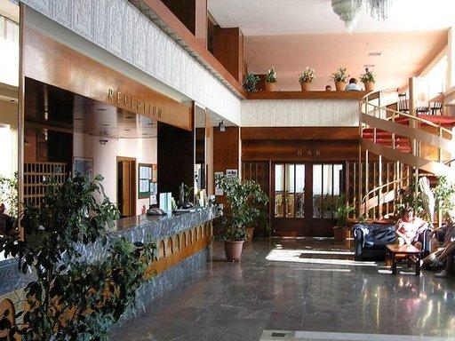 Jos tämä on ainoa tie aamiaistilaan, on liikuntarajoitteisen syytä valita toinen hotelli.