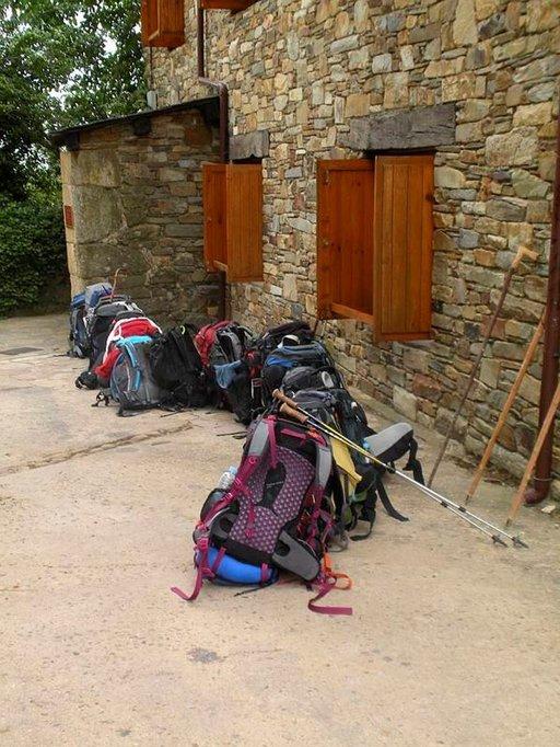Rabanal del Camino. Rinkat jonottavat luostariin.