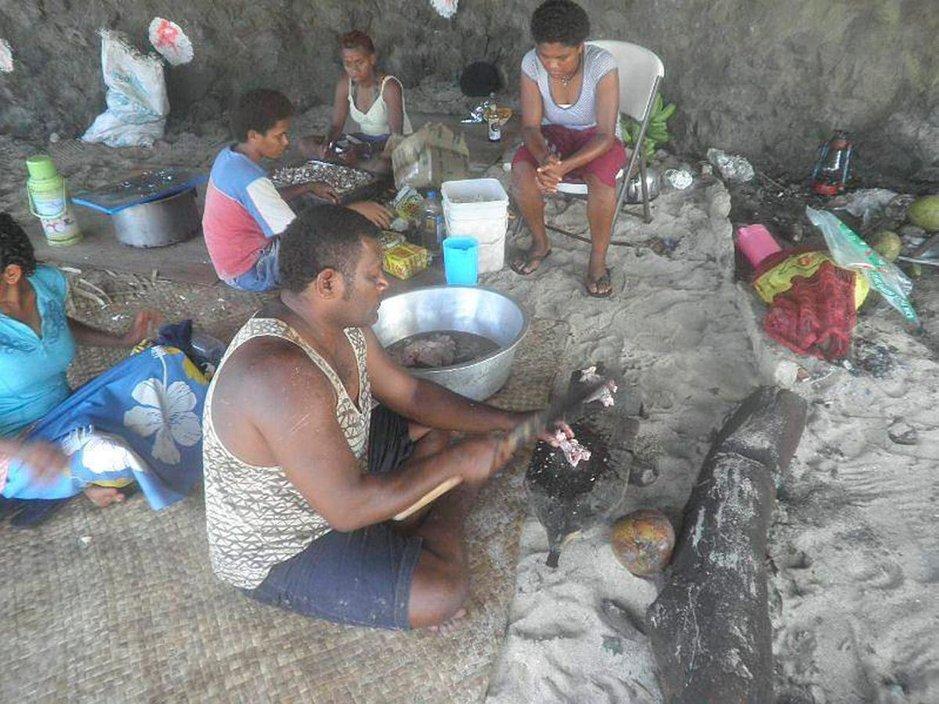 Fidziläinen keittiö valmistaa paikalliset herkut.