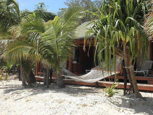 Fidzillä voi rentoutua vaikka riippumatossa.