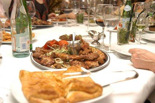 Pietari on hyvän ruoan kaupunki, kuten tämä gruusialaisravintola Tarkhun Karavannaja-kadulla.