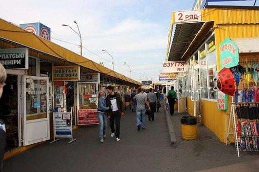 Kioskeista Petrivkan metroaseman vieressä löytää kaikkea alusvaatteista kännyköihin.
