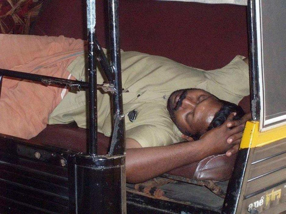 Oma matkani: Lepolomalla<br /> kookoslehdossa Intiassa