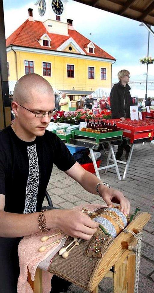 Rauman pitsiviikolla nyplätään pitsiä. Kuva: Rauman kaupunki/Juha Sinisalo