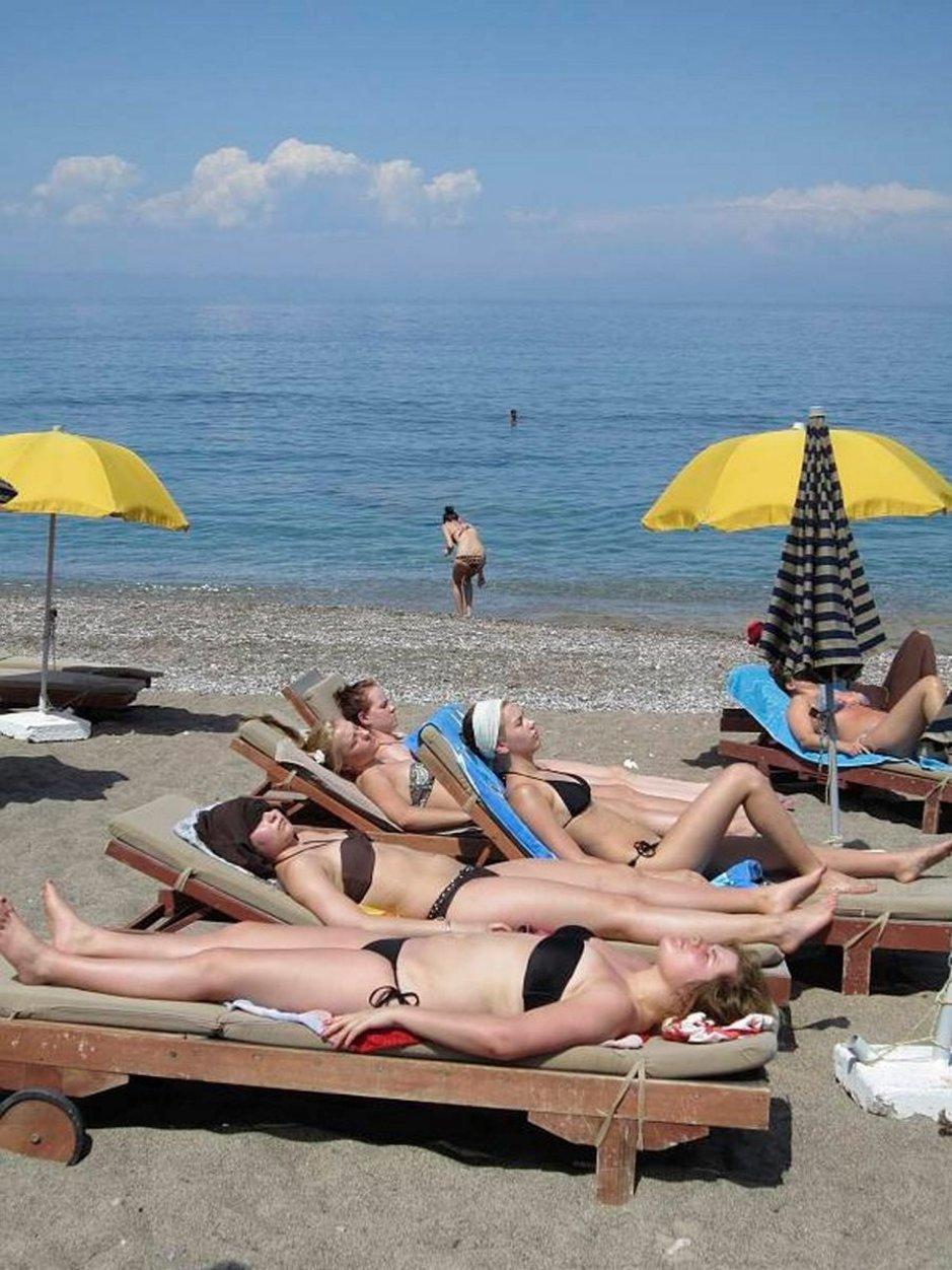 Kreikan rannat odottavat tuhansia suomalaisia.
