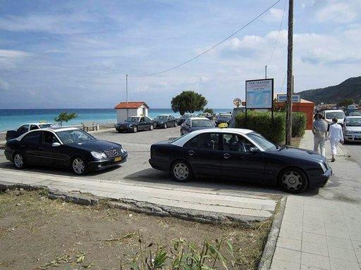 Rodoksen takseista usea ajaa ilman mittaria. Tässä kuvassa olevia autoja emme testanneet.
