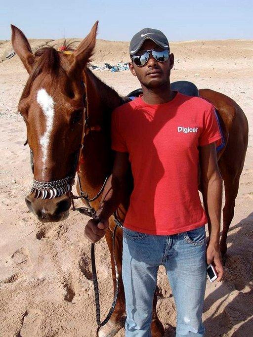 Hevossafarilla pääsee ratsastamaan myös uimarannalle.