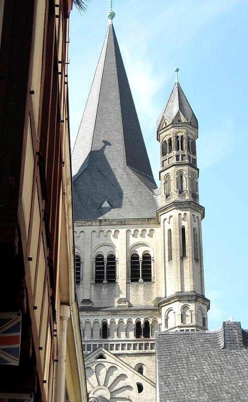 Gross St. Martin kuuluu mahtavan tuomiokirkon ohella Kölnin maamerkkeihin.