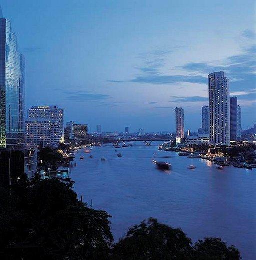 Miljoonakaupunki elää sekä yöllä että päivällä.