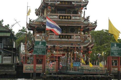 Bangkokissa on vilkas kiinalainen kaupunginosa tuoretoreineen ja temppeleineen.