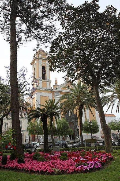 Ceutan katedraali sijaitsee Afrikka-aukiolla ja se on suljettu maanantaisin.