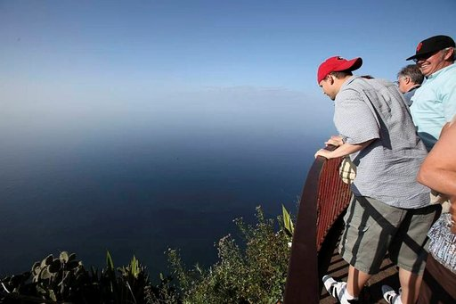 Cabo Girãon näköalapaikalla kurkistellaan 589 metrin päähän pystysuoraan alaspäin Madeiralla,