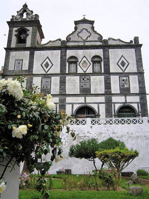 Azorilaisten pääuskonto on katolilaisuus.