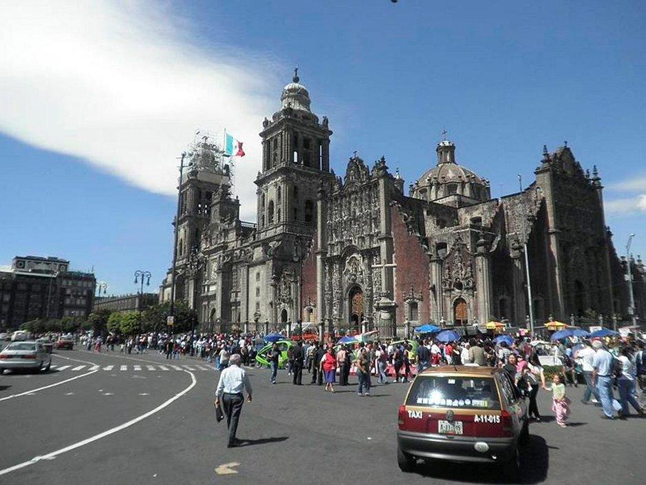 Mexico Cityn keskusaukio ja katedraali.