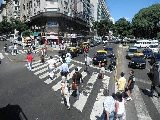 Katuvilinää Buenos Airesissa.