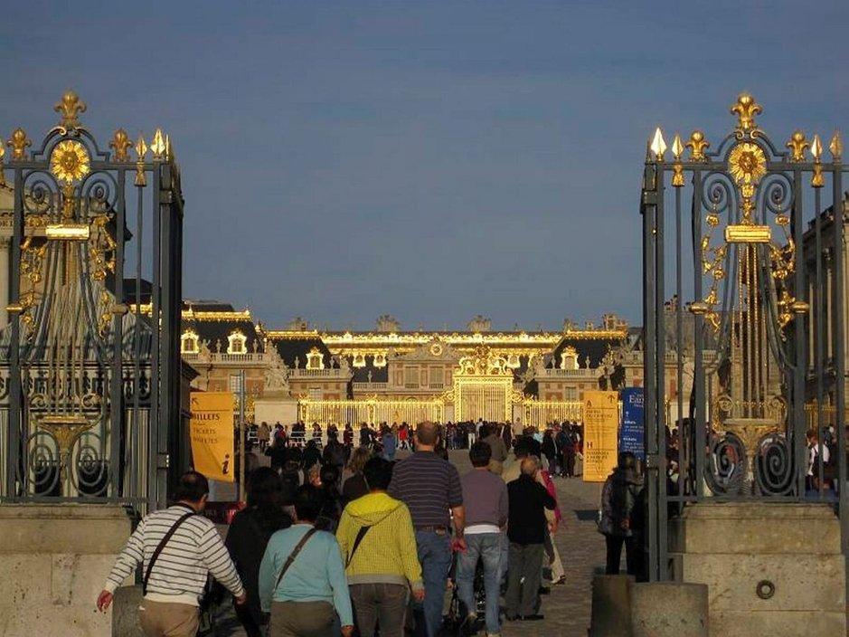 Versailles aamuauringossa.