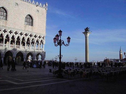 Venetsiaa suojelee Pyhää Markusta symboloiva siivekäs.