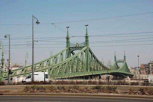Budapest on tunnettu upeista Tonavan ylittävistä silloistaan.