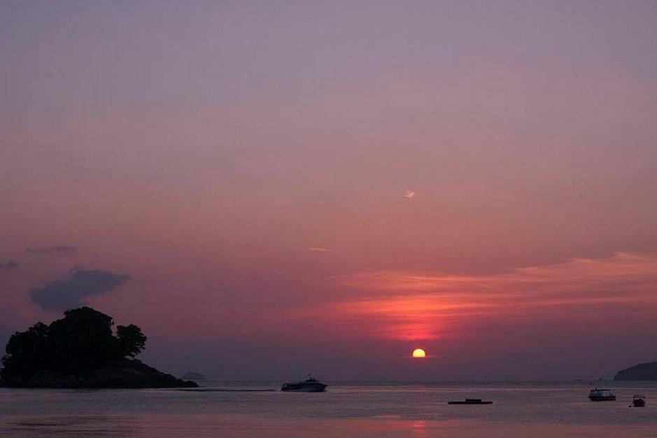 Malesian saarilla eivät uskomattomat auringonlaskut takuulla lopu kesken.