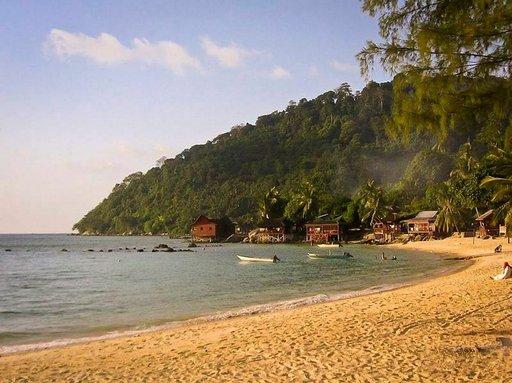 Tiomanin pohjoiskärjen Salang Beach on varsinkin reppumatkailijoiden suosiossa.