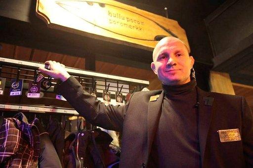 Åke Lindgrenille bonus ja palkankorotus Rock Café Wanhan Hullun Poron markkinoinnista.