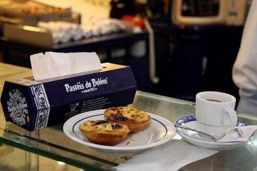 Perinteinen paikka nauttia suussa sulava vaniljaleivonnainen, Pastel de Nata, on Pastéis de Belém -kahvila, jossa herkku valmistetaan salaisella reseptillä.