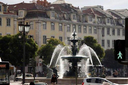 Upeat suihkulähteet ovat tuttu näky Lissabonin aukioilla.