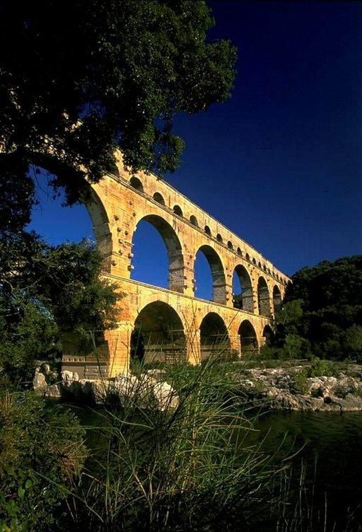 Pont du Gardin roomalaisajan akvedukti eli vesijohto on sadan kilometrin päässä Marseillesta.